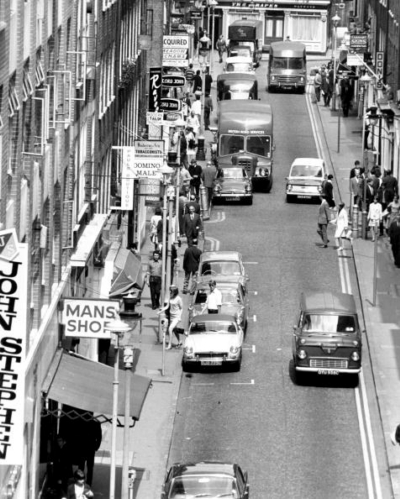 00 Carnaby Street 1970 - towards The Grapes.jpg