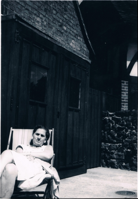 197x - Mum in deckchair 1.jpg