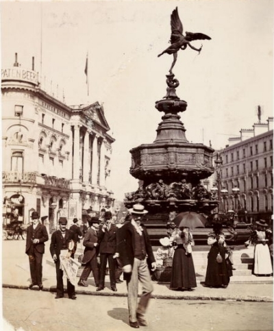 Piccadilly Circus 1900.jpg