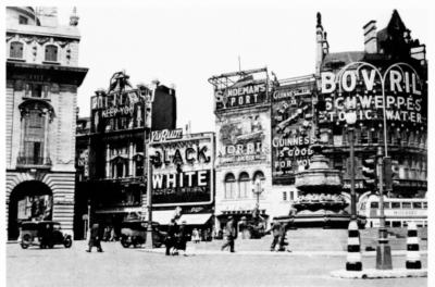 Piccadilly Circus 1935 - View looking North-east.jpg 
