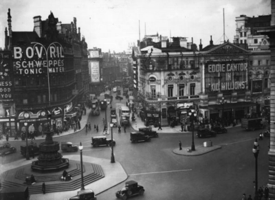 Piccadilly Circus 1935 February 21.jpg