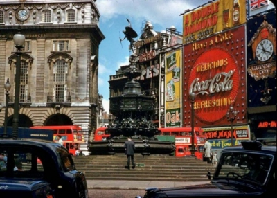 Piccadilly Circus 1961 1.jpg