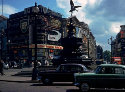 Piccadilly Circus 1961 2.jpg