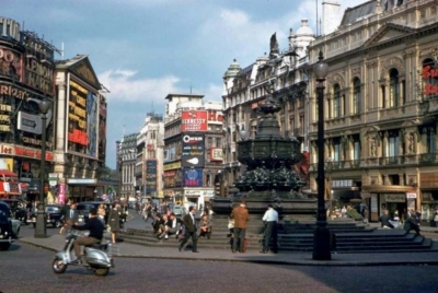 Piccadilly Circus 1961 3.jpg