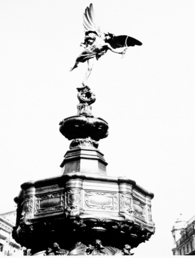 Piccadilly Circus 1962 - Shaftesbury Memorial Fountains a.jpg