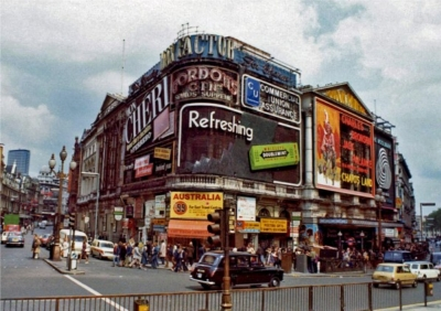 Piccadilly Circus 1973 2.jpg
