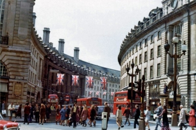 Piccadilly Circus 1973 6.jpg. Click on the picture to enlarge